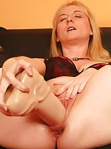 Chick riding thick dildo
